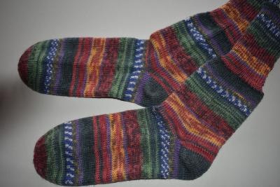 Gestrickte Socken Opal Hundertwasser *Use Public Transport - Save the City